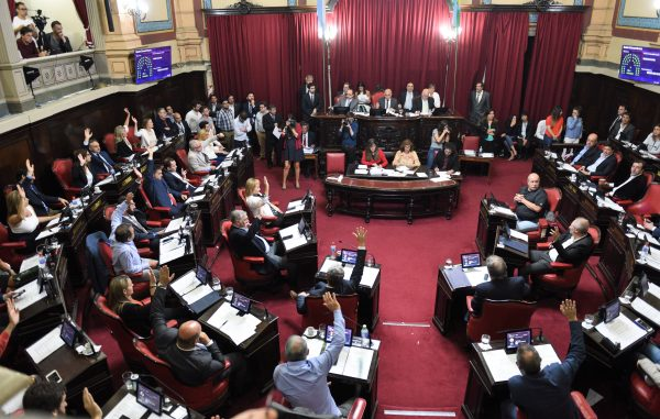 media sanción en la legislatura